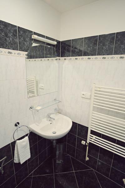 One Bedroom Apartment Bathroom