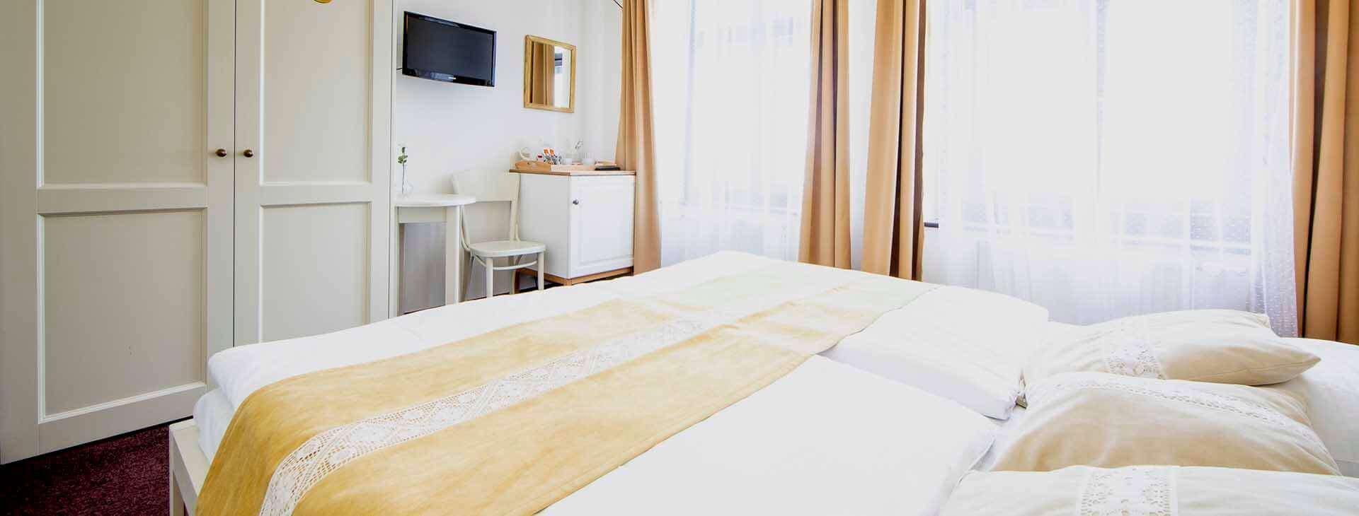 amadeus-hotel-prague-double-1920×730-2